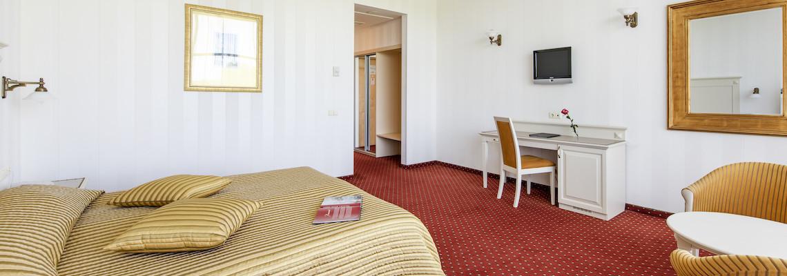 Dvivietis kambarys stiklinis korpusas (2 lovos)